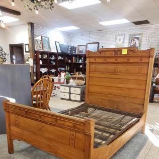 Full Size Spoon Carved Bed